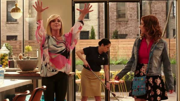 Unbreakable Kimmy Schmidt fashion - Kimmy Goes to the Doctor pink flower skirt